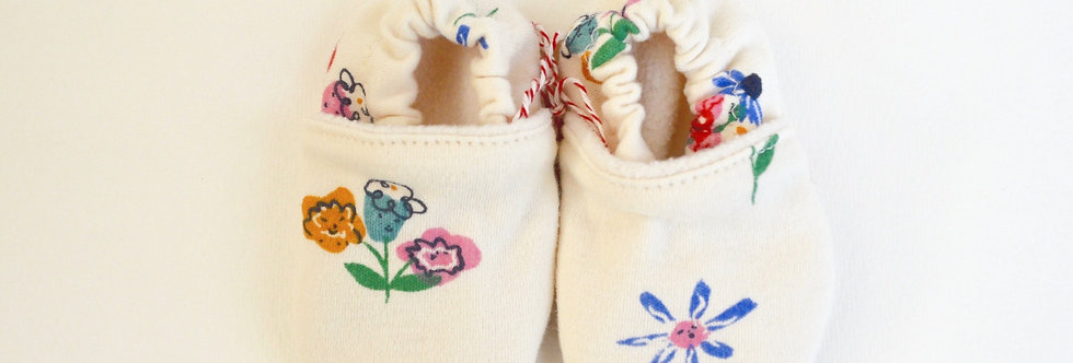 Smiley flower design baby shoes