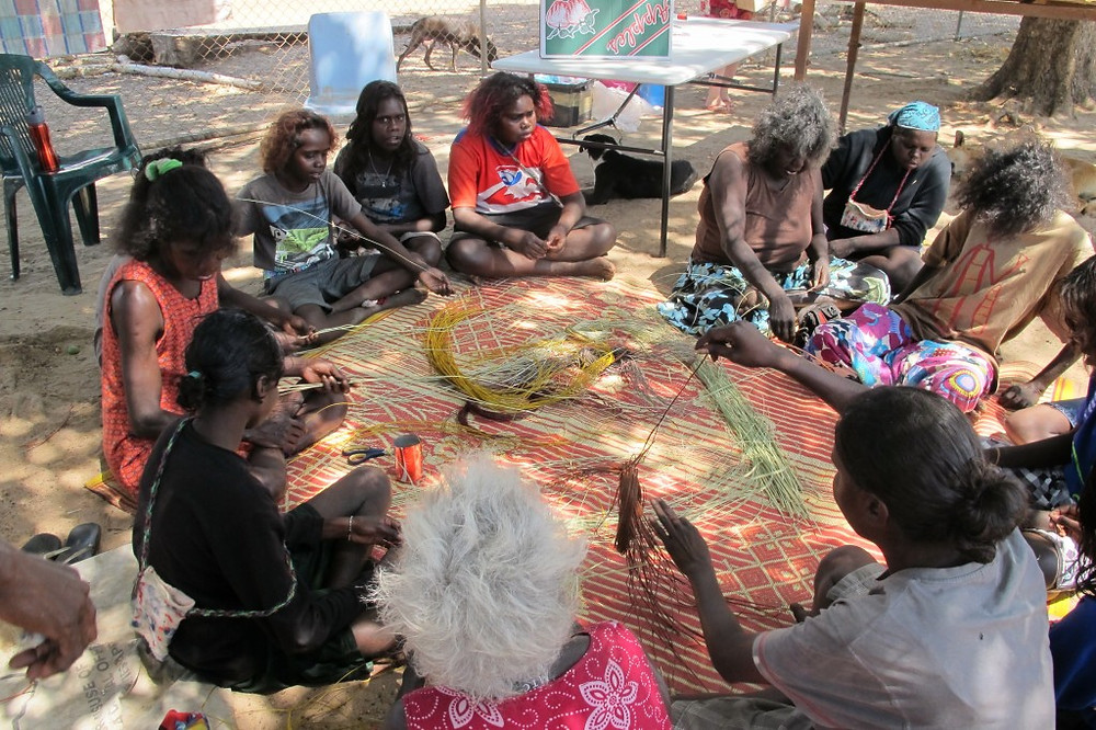 Aboriginal women weaving baskets from Pandanus leaves at Injalak Arts and Crafts in Gunbalayna