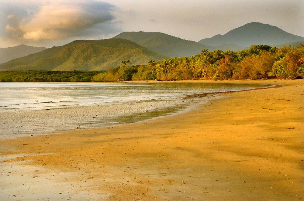 The stunning beach at Port Douglas in North Queensland