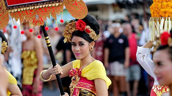 Balinese women in traditional costume at Sanur Festival