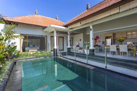 Safety glass pool fence at Villa Tulip in Sanur