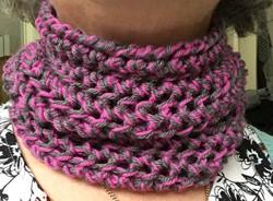 Grey/pink neck gaiter