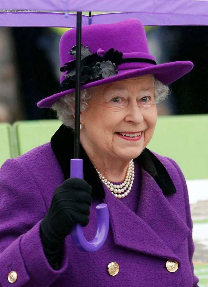 Королева Великобритании, Елизавета II в пурпурном