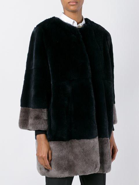Сине-серое пальто из кроличьего меха от Manzoni 24.