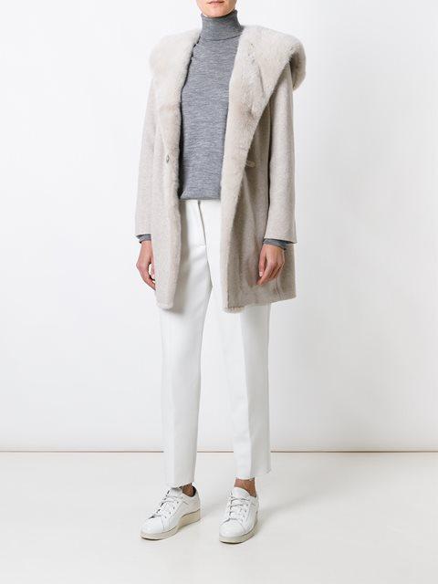 Пальто песочного оттенка с оторочкой мехом норки от Manzoni 24.