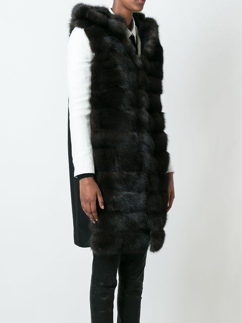 Черное кашемировое пальто из соболиного меха без рукавов от Manzoni 24.