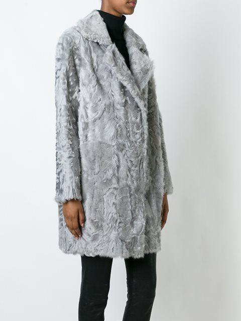 Серое меховое пальто с лацканами от Manzoni 24.