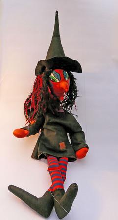 Marioneta de hilos bruja