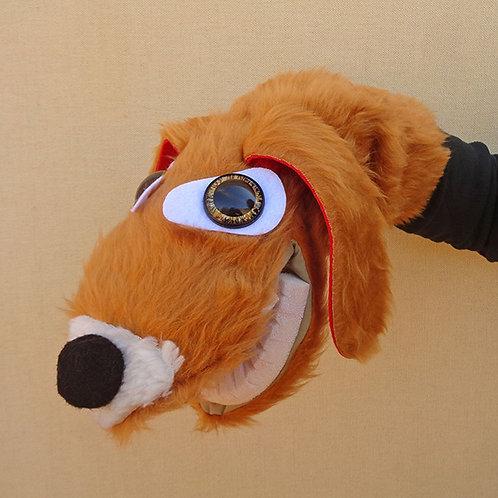 Títere de perro marrón