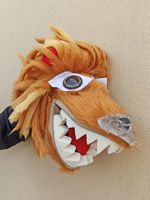 Títere de león marrón