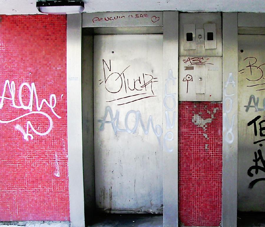 лифт разрисовали маркером