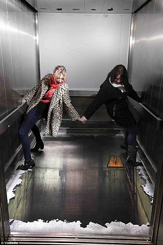3D реклама в лифте