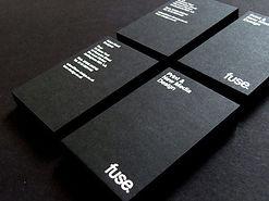 Визитки с белой печатью на дизайнерской бумаге