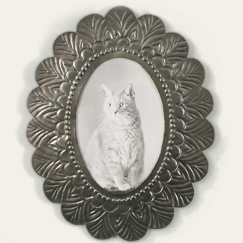 Oval Tin Photo Frame