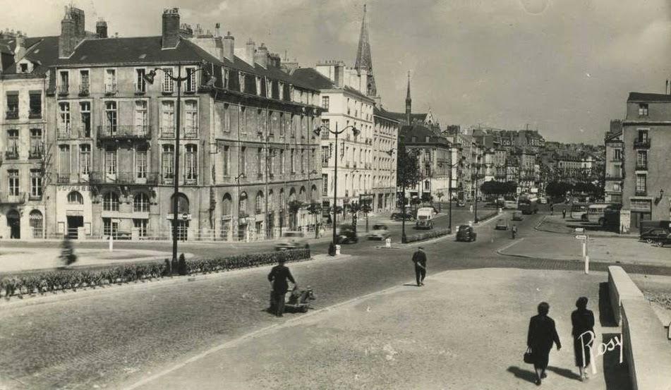 1953_-_Le_cours_Olivier_de_Clisson_en_allant_vers_le_cours_des_50_Otages,_a_l'intersection_de_l'allé
