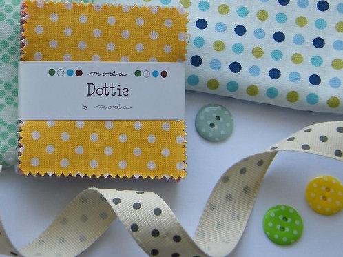 Dottie mini-charm pack - Moda Fabrics