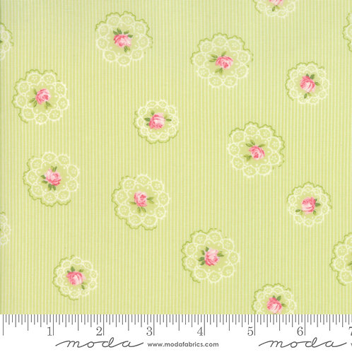Caroline: Floral doily (Willow) - Brenda Riddle Acorn Quilting Co