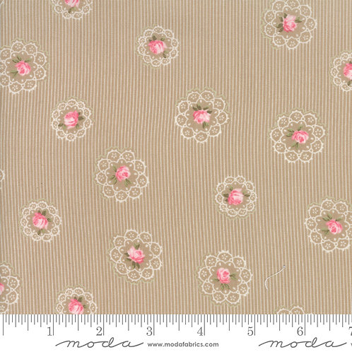 Caroline: Floral doily (Oatmeal) - Brenda Riddle Acorn Quilting Co