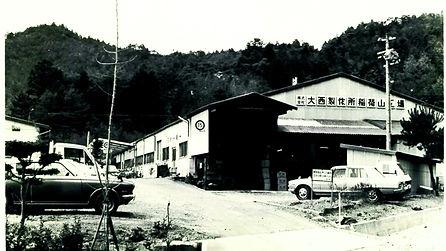 稲荷山白黒.jpg