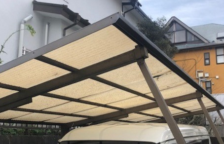 駐車場屋根の波板を張り替えました。