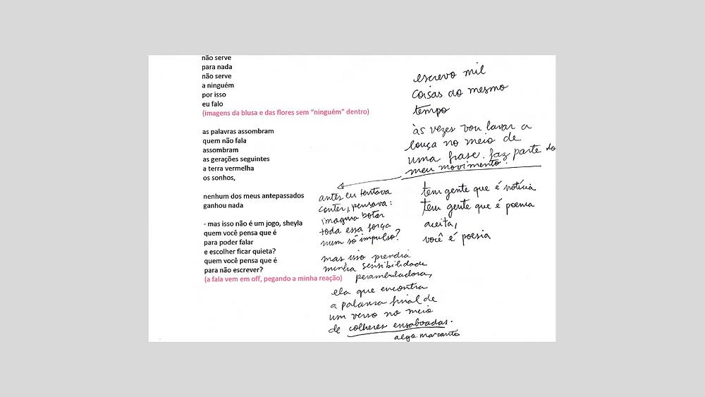 Papel com um poema impresso e rabiscos à mão independentes do poema.