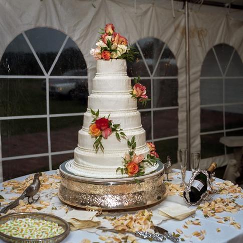 Wedding cake at Azalee Plantation near Shreveport, LA