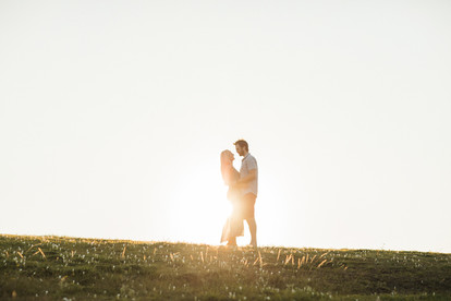 Sunlit engagement photos at Little Bay with de lumière photography