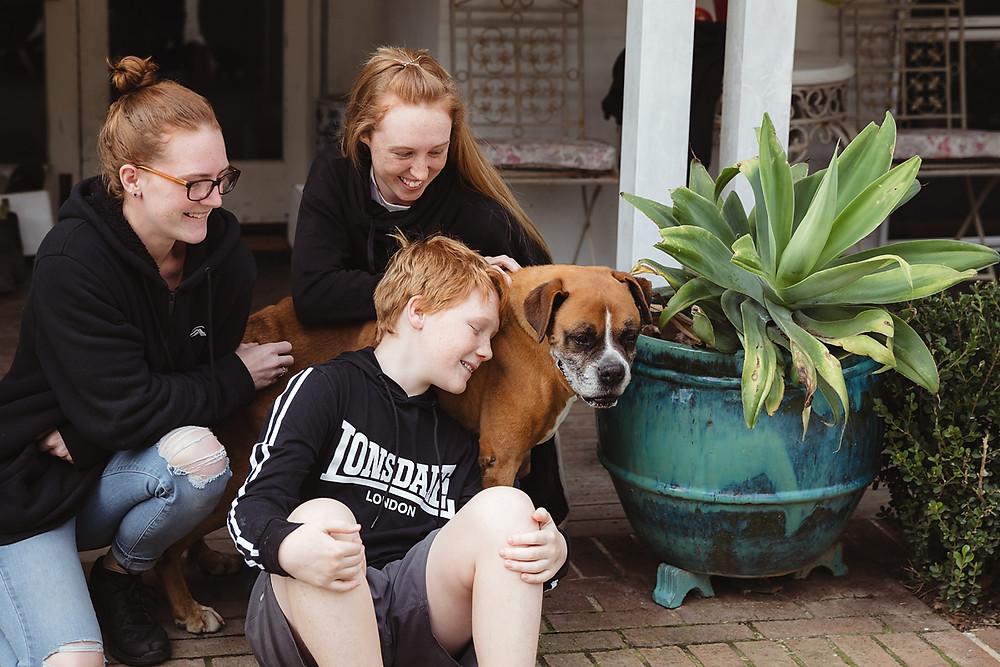 children saying goodbye to old pet sydney family photographer