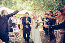professional wedding photography here comes the newlyweds confetti throw