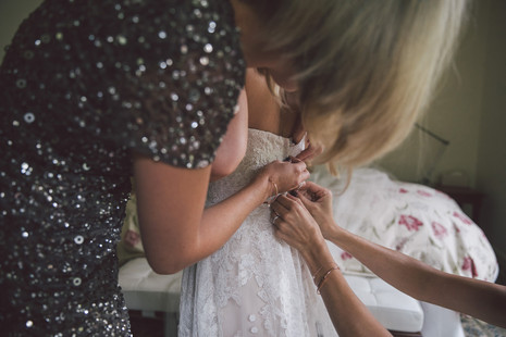 professional wedding photographer de lumiere photography bride getting ready
