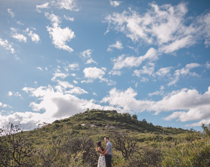 Hat Hill in Blue Mountains with couple in foreground