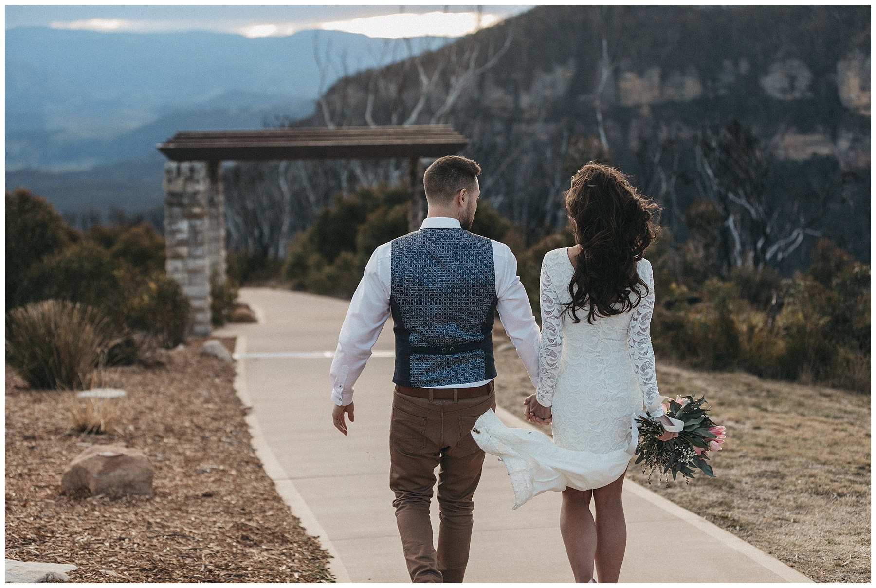 Windy wedding photos in the Blue Mountains
