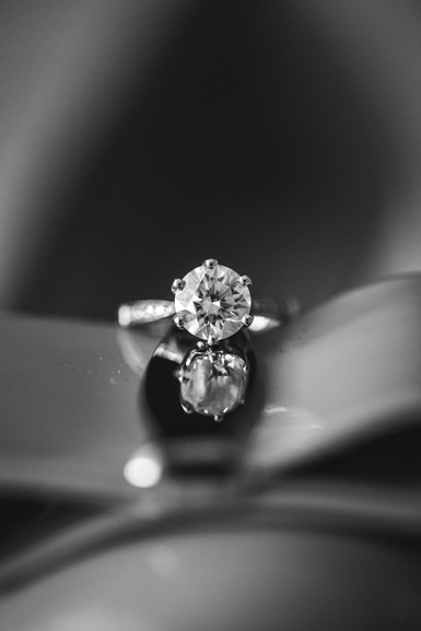 Engagement ring photographed by de lumière photography