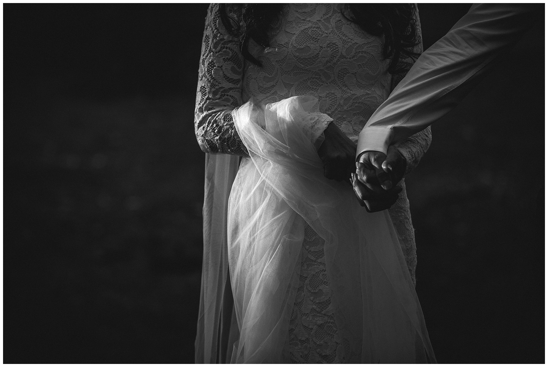 Moody black and white wedding photography by de lumière photography