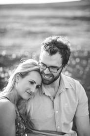 Black and white portrait of an engaged couple by de lumière photography