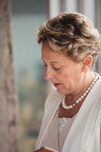 Celebrant conducting the wedding photographed by de lumière photography