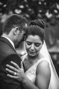Black and white portrait of bride and groom - Blue Mountains Wedding Photographer de lumière photography