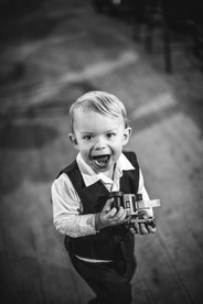 child at country wedding de lumiere photography