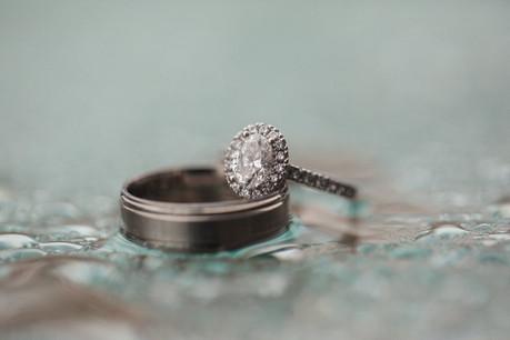 Wedding rings - Sydney Wedding Photographers de lumière photography