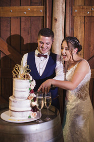 bride and groom cut the cake country wedding de lumiere photography