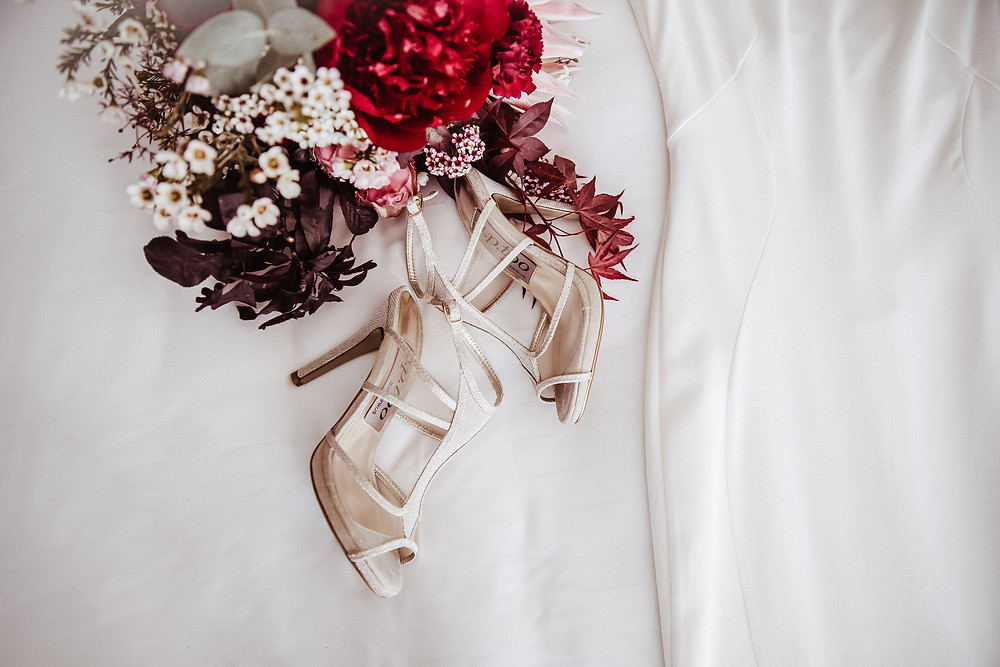 modern classic wedding details