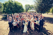 group photo at country wedding by de lumière photography