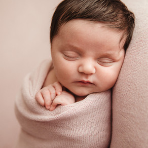 Choosing a Newborn Photographer // Sydney