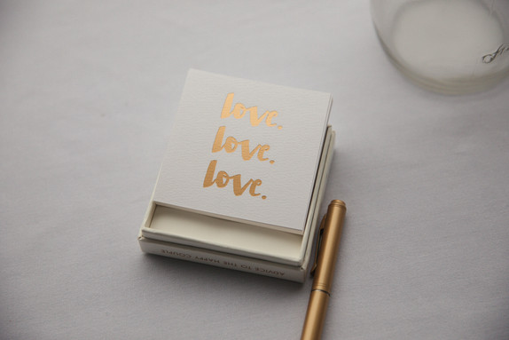 Love notes for the bride and groom with gold pen - de lumière photography