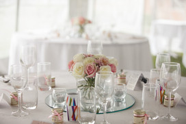 Pink and white wedding flowers on table - de lumière photography