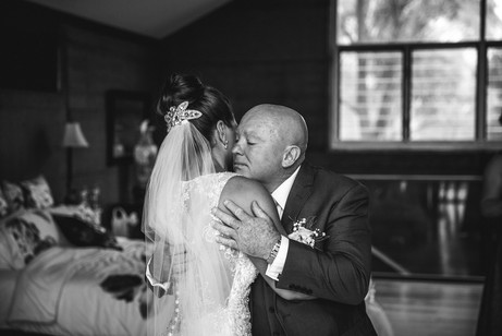 Father and daughter moment captured by Sydney Wedding Photographers de lumière photography