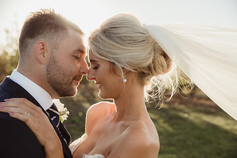 couple kissing in gorgeous light sydney wedding photographer