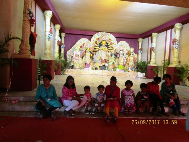 Our Children of Umeed go Pandal Hopping this Durga Puja