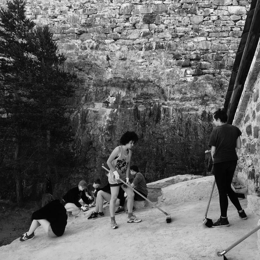 """© Cléa Mosaïque, """"entre pierre et montagnes, toi !"""" / j'peux pas j'ai chantier"""