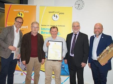 Henning Born als Gebäudemanger des Jahres 2017 ausgezeichnet